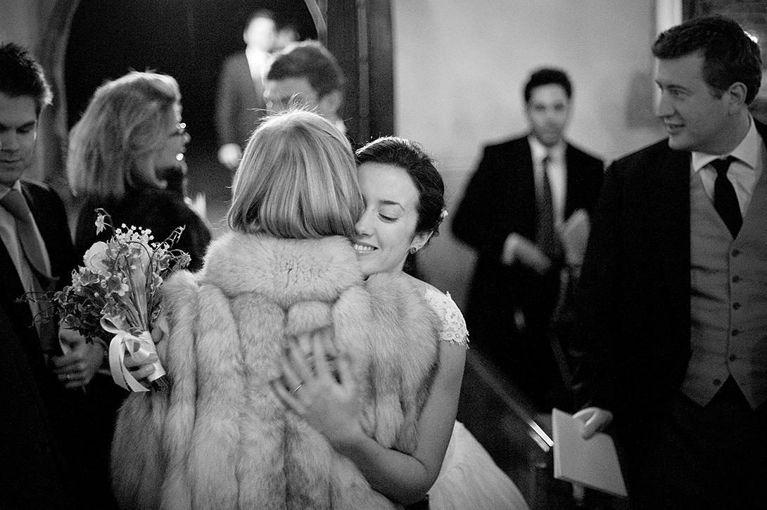 bride hugging mum
